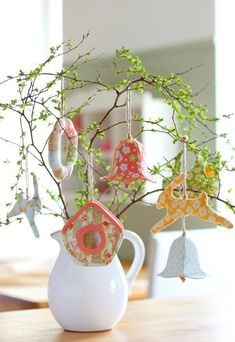 "PDF Sewing Tutorial ""Easter decoration — Birdhouse"" (in Russian) Easter Tree Decorations, Easter Wreaths, Easter Decor, Sewing Tutorials, Sewing Patterns, Decor Crafts, Diy Crafts, Christian Holidays, Diy Ostern"