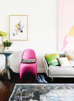 Un appartement coloré à Melbourne· A colorful apartment in Melbourne Colorful Apartment, Living Room Inspiration, Farm House Living Room, Room Inspiration, Living Room Designs, Interior, Living Room Remodel, Home Decor, Room Decor