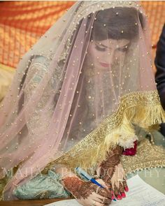 The latest wedding dresses at Bridal Fashion Week – My hair and beauty Bridal Dupatta, Pakistani Bridal Makeup, Bridal Mehndi Dresses, Nikkah Dress, Bridal Hijab, Pakistani Wedding Outfits, Wedding Hijab, Pakistani Wedding Dresses, Bridal Outfits