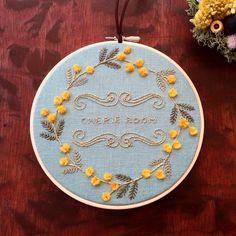 いいね!27件、コメント3件 ― コドモノテさん(@kodomono_te)のInstagramアカウント: 「ミモザの刺繍のフープです。オーダー頂いたものです。お花のフワフワが立体的です。 #福岡#福岡市#北九州市#embroidery #handmade #handembroidery…」
