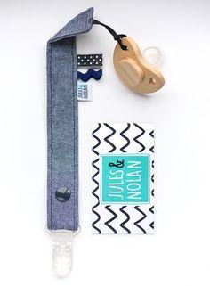 Attache suce - Attache sucette - Baby Gift Baby - Jeans par JulesetNolan sur Etsy https://www.etsy.com/fr/listing/238533223/attache-suce-attache-sucette-baby-gift