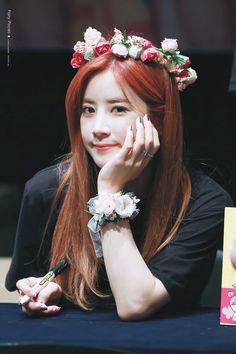 🌸170703 강남팬사인회 #초롱 (@Apinkpcr ) #박초롱 #에이핑크 #FIVE #Five1stwin 🏆🎉 1위축하해 내 가수 💕💕💕 Kpop Girl Groups, Kpop Girls, Pink Panda, Cube Entertainment, Soyeon, Korean Girl, Kdrama, Celebrities, Park