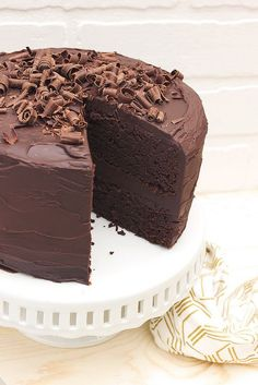 Grain-free Chocolate Cake with Dark Chocolate Ganache Frosting // www.tasty-yummies.com // @tastyyummies