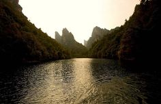 The waters of Baofeng Lake run through the entire valley. Photo by Karl von Moller via Flickr