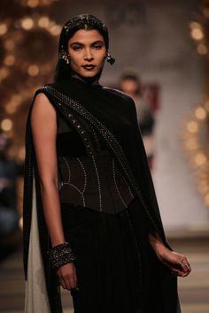"What a Braavosi noblewoman would wear ""Wealthy Braavosi favor clothing in dark colors like black, grey and purple """