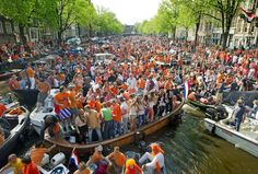 Queen's Birthday in Netherlands The Queen's official birthday (Queen's Day, koninginnedag) in the Netherlands is celebrated each year with parties, street markets, concerts and special events for the royal family on April 30 or on April 29 if the 30th is a Sunday. People in Amsterdam celebrate the Queen's Day.What do people do? In many towns and cities, particularly Amsterdam, Arnhem, Utrecht and The Hague, the Queen's Day celebrations begin on the evening of April 29.