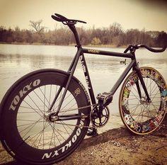 Kagero w/Brotures Shred. /via tears4gears #fixie #bicycle