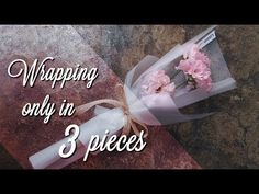 Make someone smile: How to wrap mini bouquets (to gift) - DIY home decor - Your DIY FamilyEver wondered how to wrap mini bouquets? Here are three pretty ways to wrap mini bouquets to give Single Flower Bouquet, Felt Flower Bouquet, Bouquet Wrap, Diy Bouquet, Boquette Flowers, How To Wrap Flowers, Fabric Flowers, Ikebana Arrangements, Flower Arrangements