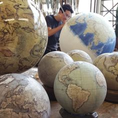 One Of The World's Last Remaining Globe-Makers That Use The Ancient Art Of Making Globes By Hand | Bored Panda