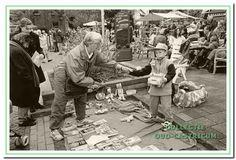 1998: Op de rommelmarkt tijdens Koninginnedag bij hotel Borst in Bakkum