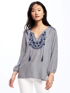 Blue/white love Embroidered detail Relaxed feel