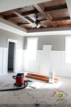 Looking for coffered ceiling design ideas and photos? Access the largest collection of coffered ceiling from top interior designers. Bedroom Ceiling, Wood Bedroom, Master Bedroom, Do It Yourself Organization, Wood Ceilings, Coffered Ceilings, Tray Ceilings, Wood Ceiling Panels, Ceiling Design