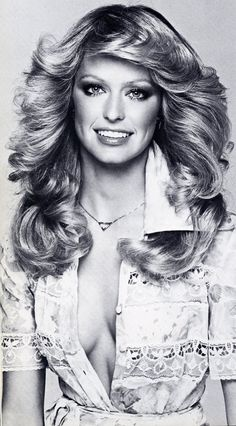 Farrah Fawcett photographed by Francesco Scavullo, 1975 - would kill for that hair Francesco Scavullo, 1970s Hairstyles, Vintage Hairstyles, Celebrity Hairstyles, Farrah Fawcett, 1970s Makeup, Pelo Vintage, Corte Y Color, Tips Belleza
