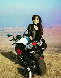 Caring For Your Skin With Easy Tips – Beauty Skin Care Products Stylish Girls Photos, Stylish Girl Pic, Lady Biker, Biker Girl, Cool Girl Pictures, Girl Photos, Girl Riding Motorcycle, Biker Photoshoot, Beautiful Girl Image