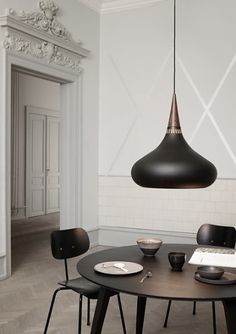 Dark and dramatic, the Orient Pendant Light screams contemporary with its matt finish and complementary rosewood grain detail. Orient Pendant Light With Cord - 🔍 Product Code : Dining Room Lamps, Dining Room Lighting, Kitchen Lighting Design, Blitz Design, Berlin Design, Perriand, Suspension Metal, Fritz Hansen, Luminaire Design
