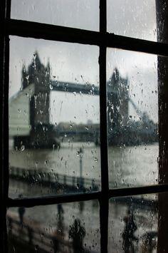 "london bridge, rain, raindrops, windows ""Oh so London"" by Georgia Mizuleva from the tumblr don't call me betty"