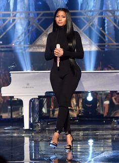 Nicki Minaj performed with DJ Khaled and Ariana Grande last night at the AMA Awards