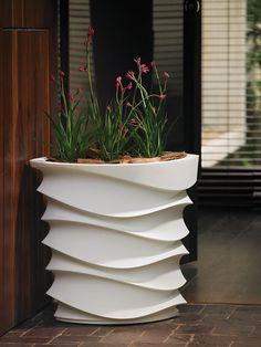 Contemporary indoor outdoor planter | Urbilis.com | http://www.urbilis.com/eye-am-planter/