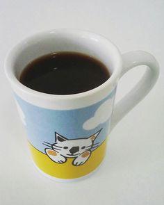Café com pumpkin pie spice... Amei!! 💛☕💛 .  Pumpkin Pie Spice (receita @djulye ) - 1 c.sopa canela em pó - 1 e 1/2 c.chá gengibre em pó - 1/2 c.chá nos-moscada ralada - 1/2 c.chá cravo em pó - 1/4 c.chá pimenta da jamaica - 1/8 c.chá sal