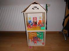 Ikea Puppenhaus aus Kartonmit Möbeln und Zubehör wie auf den BildernNichtraucherPrivatverkaufkeine Garantie keine Rücknahem