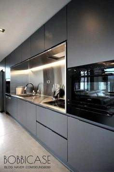 Excellent modern kitchen room are readily available on our web pages. Take a look and you wont be sorry you did. Modern Kitchen Interiors, Luxury Kitchen Design, Kitchen Room Design, Modern Kitchen Cabinets, Contemporary Kitchen Design, Kitchen Cabinet Design, Luxury Kitchens, Home Decor Kitchen, Rustic Kitchen