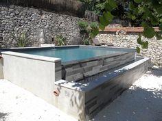 Une petite piscine à débordement