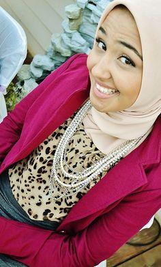 Leopard Blouse And Burgundy Blazer Essra - Hashtag Hijab