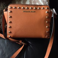 Brown purse messenger New Not real brand, inspired desing ! Price reflects! Michael Kors Bags Crossbody Bags