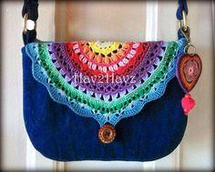 Denim purse with crochet accent flap. Pic only. Bag Crochet, Crochet Handbags, Crochet Purses, Love Crochet, Crochet Crafts, Knit Crochet, Crochet Shoes, Crochet Granny, Denim Purse