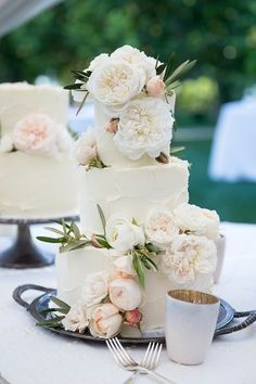 Cake: Kuchen Mit Stil - http://www.stylemepretty.com/portfolio/kuchen-mit-stil-the-finest-pastry- Photography: Melanie Nedelko Photography - www.melanienedelko.com Read More on SMP: http://www.stylemepretty.com/destination-weddings/2016/08/30/say-yes-in-vienna-with-this-luxury-styled-shoot-in-imperial-vienna-austria/