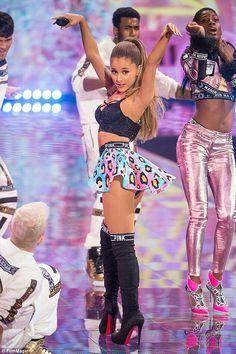 Ariana Grande, Victoria Secret Fashion Show 2014
