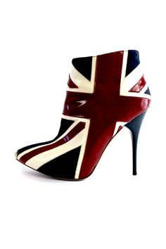 Cool Brittania - love the idea, do they come in Canadian? Ugg Boots, Bootie Boots, Shoe Boots, Ankle Boots, Cute Shoes, Me Too Shoes, Union Jack, Shoe Closet, British Style