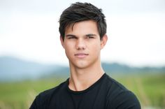 Taylor Lautner stole the heart of audience members with his portrayal of Jacob Black in the popular The Twilight Saga films. Taylor Lautner, Taylor Swift, Taylor Taylor, Jacob Black Twilight, Twilight Saga, Twilight Movie, Vampire Twilight, Twilight Pics, Logan Lerman