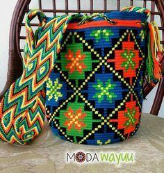 Lunes de colores intensos! ✨ Comenzando la semana con la mejor de las Vibrar… Crochet Home, Bead Crochet, Crotchet Bags, Mochila Crochet, Tapestry Crochet Patterns, Tapestry Bag, Boho Bags, Crochet Purses, Scrappy Quilts