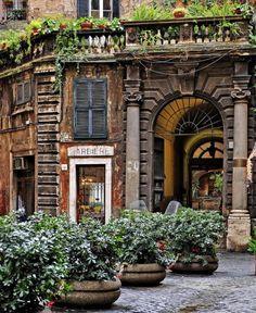 Antica bottega del barbiere di via dei Portoghesi | Rome, Italy
