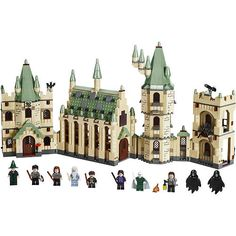 LEGO Harry Potter Hogwart's Castle Woa, love it! Need to combine Harry Potter, Star Wars and Lord of the Rings for the best, geekiest LEGO playtime adventure. Lego Harry Potter, Harry Potter Hogwarts, Lego Hogwarts, Legos, Collection Harry Potter, Fans D'harry Potter, Lego Toys, Lego Lego, Diagon Alley