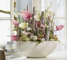 Stilleven. Roze wit/groene Anthuriums gecombineerd met Eucharis en Lisianthus. Een genot voor het oog.