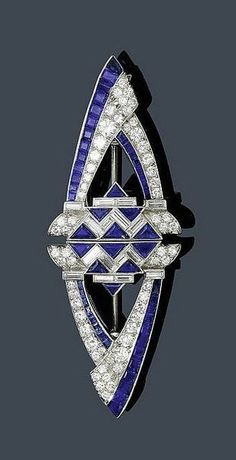 AN ART DECO SAPPHIRE AND DIAMOND DOUBLE CLIP, ca. 1935. www.invaluable.com
