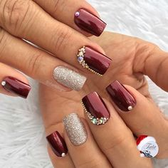 Unhas artísticas, unhas decoradas, unhas com pedras e adesivos de unhas Elegant Nails, Classy Nails, Fancy Nails, Stylish Nails, Cute Nails, Pretty Nails, Burgundy Nails, Red Nails, Maroon Nails