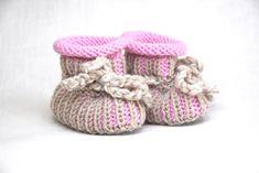 Strick- & Häkelschuhe - Babyschuhe gestrickt 0-6 M in rosa-beige - ein Designerstück von Idee-Kreativ bei DaWanda Baby Shoes, Kids, Clothes, Fashion, Pink, Creative, Gifts, Children, Tall Clothing