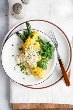Asparagus Omelette with Cheese is a healthy, quick, 10-Minute breakfast or brunch recipe that keeps you full for hours and gives you a kick in energy.