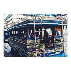 バスに乗ってパトンビーチへ Local bus journey to Patong Beach :)  今からローカルバスに乗って パトンビーチへ  距離はわからないですけど 運賃はたったの50円  ちなみにLean onのMVみたいに バスの上に乗って移動したいなら ネパールがオススメですV(_)V  バスの上にくくりつけられた タイヤにしがみ付きながら移動します笑  でも注意しないと電線に絡まって 落っこちちゃうので自己責任で  タイのバスよりも車高が高いからスリル満点ですよV(_)V  #バス #海外移住 #プーケット #タイ #タイ旅行 #タイ旅行記 #タイ旅行2016 #海外旅行 #海外旅行大好き #海外旅行したい #海外旅行記 #海外旅行好き #プーケット #プーケットライフ #プーケットタウン #タイランドプーケット #プーケット島 #プーケット旅行 #プーケット旅行記 #プーケット生活 #バスの旅 #バスの日 #ビーチ #パトンビーチ #パトンビーチ #タイのビーチ