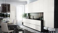 Cocina con frentes de cajón y puertas RINGHULT en amarillo-blanco alto brillo