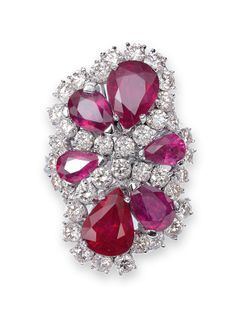 Glorious ruby diamond ring in flower shape - 14 ct. White gold. Delicate ring with a large, curly head ring, richly set with a total of 38 Brilliant-cut total approx 2.45 ct. and six drop-shaped cut rubies of varying sizes.