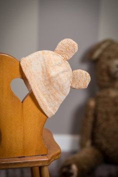 Knitting pattern on elegant cap for babies in Merino luxury wool May Flowers, Baby Knitting Patterns, Elegant, Dinosaur Stuffed Animal, Barn, Wool, Luxury, Crochet, Animals
