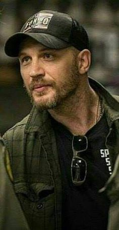 Tom Hardy Actor, Most Handsome Actors, Thing 1, Tommy Boy, Men's Toms, Hair And Beard Styles, Celebs, Celebrities, Celebrity Crush