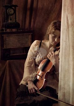 Adept in playing both violin and harp. Her father is a merchant, her future husband would receive a good dowry. Art Music, Music Artists, Writing Inspiration, Character Inspiration, Violin Photography, Musician Photography, Aerosmith, Sound Of Music, My Favorite Music