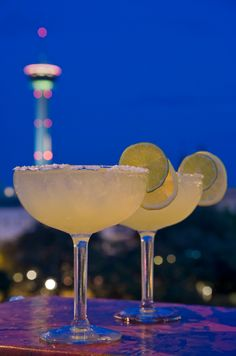 May we suggest stopping by Hyatt Regency Antonio's Q Bar for a perfectly mixed margarita? #Margarita #SanAntonio #Bar