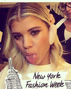 @sofiarichie @murielvancauwen on her hair #fw201617 @harpersbazaarus #party #plazahotel @chanelmakeup_ bronzy #chanelfoundation  #straight #iron @t3micro @leonorgreyl #silkserum love the texture  @biodermausa #funniest girl that I met #goodlaughs