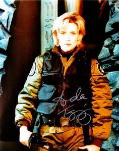 Amanda Tapping – Original signiertes Großfoto der Hauptdarstellerin aus der Science Fiction Serie STARGATE SG-1. www.starcollector.de